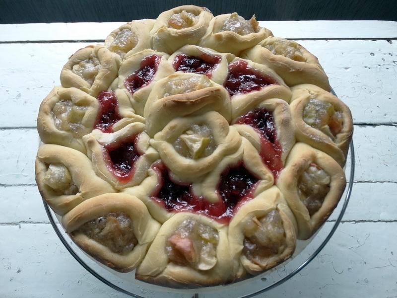 Вкуснейший пирог «100» булочек. Его можно нарезать на кусочки, а можно отделять каждую булку и подавать на стол