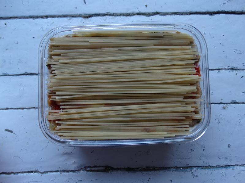 Готовлю пирог из макарон. Очень напоминает лазанью, но ещё проще и дешевле, а на вкус – просто сказка