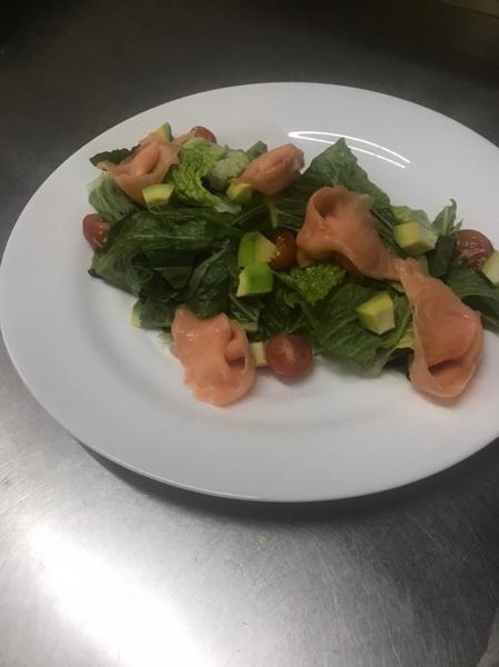 Салат «Филадельфия» с рыбой. Новинка на моём столе: нет тяжелых продуктов, ничего жареного и калорийного