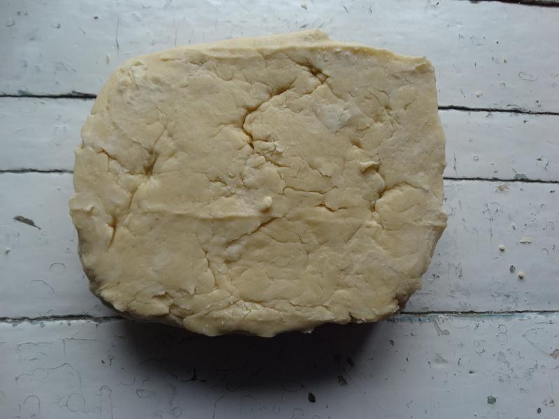 Уже года 3 как готовлю его почти каждые выходные, и поняла, это самый классный вариант слоёного печенья из тех, что знаю