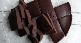 Шоколадный фадж — настоящая находка от английских кондитеров, часто спасает меня, когда хочется чего-то вкусненького