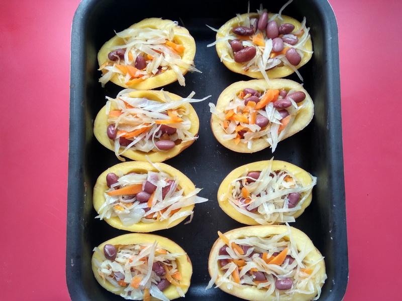 Капуста с фасолью в картофельных «лодочках»- подсмотрела идею в крошке-картошке и теперь частенько готовлю, как гарнир