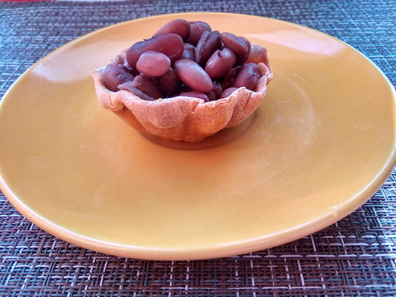 Закуска: «Томатные корзиночки с фасолью»