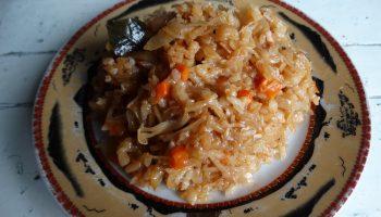 Капуста, прожаренная с рисом. Себестоимость минимальна, а вкус бесподобный