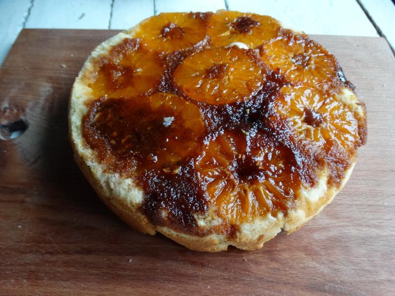Пирог из мандаринов – подсмотрела рецепт у подруги, приготовила и сразу влюбилась. Вкус яркий и нереальный
