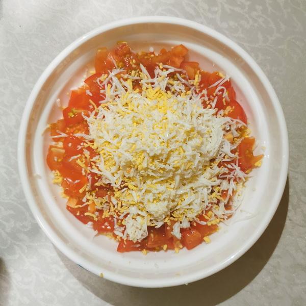 Новомодный салат «Морячок» из чипсов и шпрот. Приготовила для моих любителей вредностей, съели с удовольствием