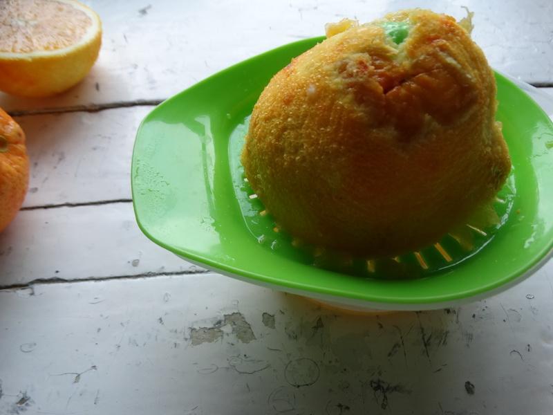 Родом из детства. Выросла и до сих пор помню вкус лукума со вкусом апельсинов. Делюсь домашним рецептом