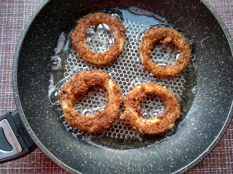 Луковые кольца в сухарях – моя любимая вкусность, чтобы просто «похрустеть»