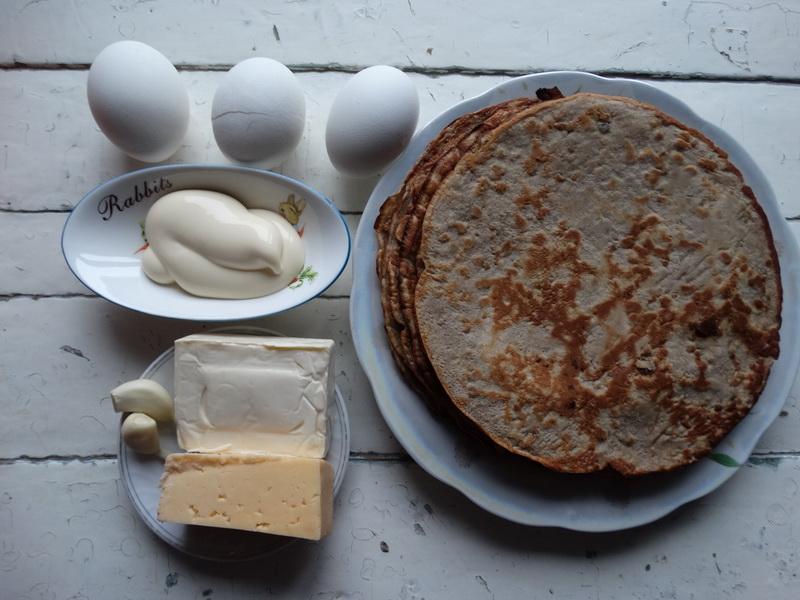 Простая, но очень вкусная и оригинальная закуска из печени и еврейского салата