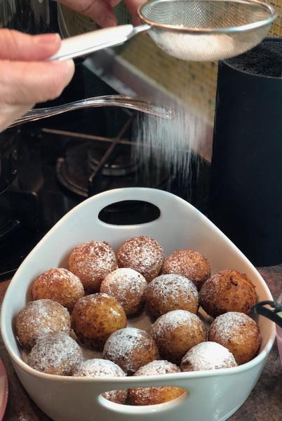 Раньше отстаивала огромную очередь, чтобы купить настоящие воздушные пончики, сейчас готовлю сама и результат вкуснейший