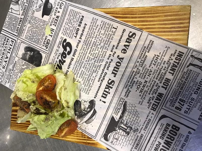 Куриный рулет с соусом в начинке. Хрустит, как наггетсы, а мясо максимально сочное из-за обалденного соуса