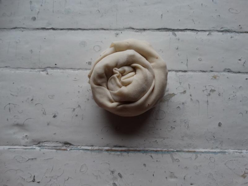 Очень слоистые и вкусные лепёшки с начинкой. Удобный вариант ссобойчика, да и хлеб отлично заменяют