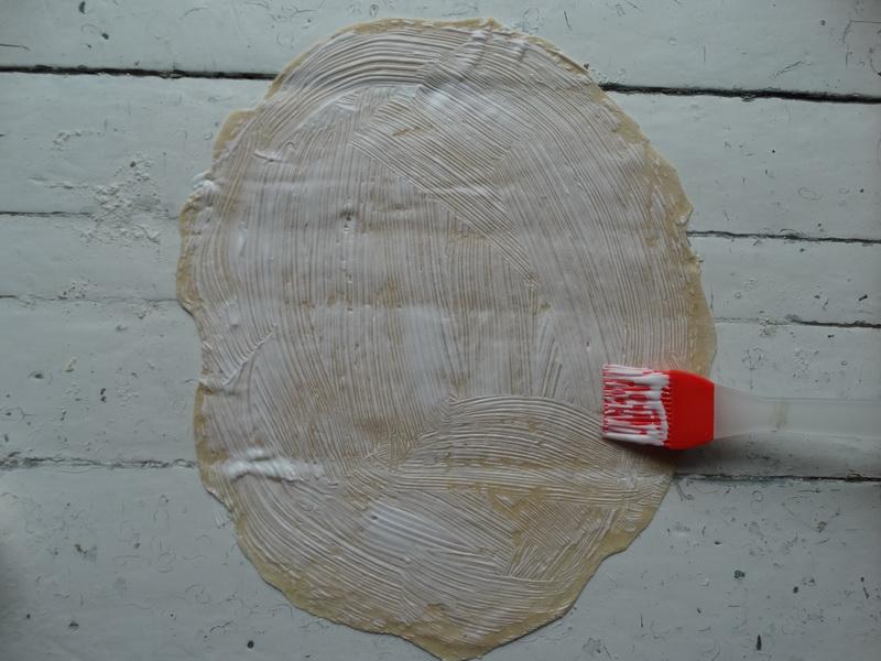 Рецепт теста для пиццы на сыворотке. Одновременно нежное и тонкое. И идеальный вариант для меня пристроить сыворотку
