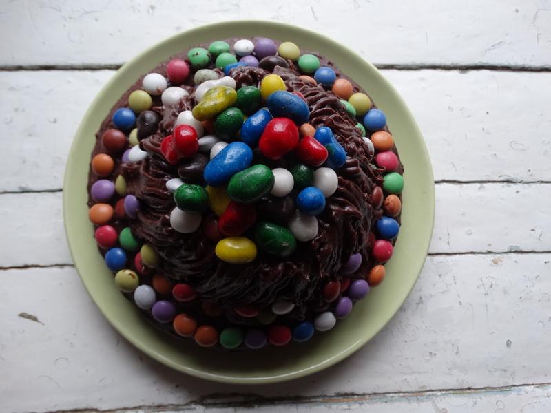 Шоколадно-конфетный торт. Просто влюбилась в него: вкусно и невероятно красиво
