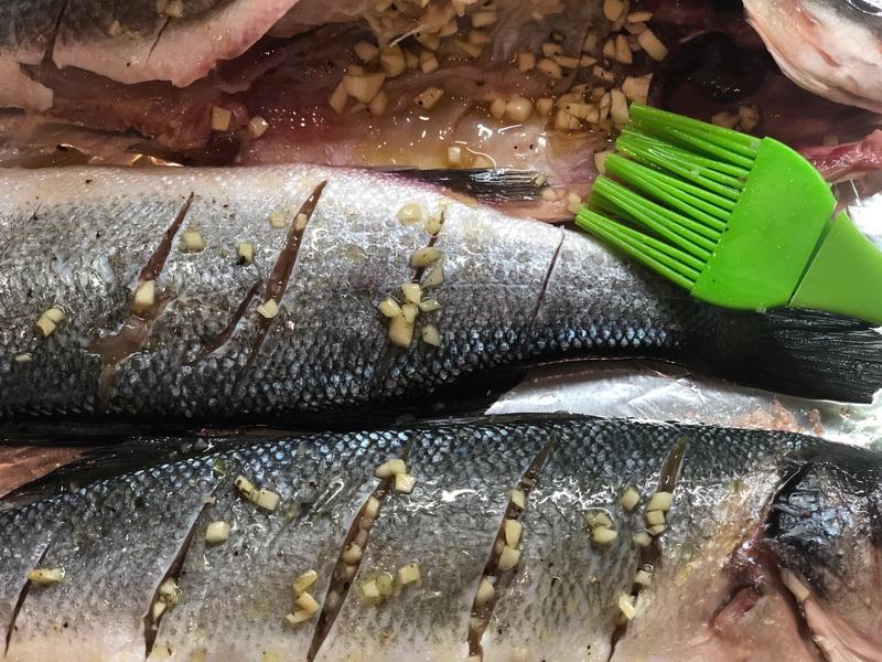 Как я готовлю сибас в духовке - рыбка получается очень сочной и ароматной