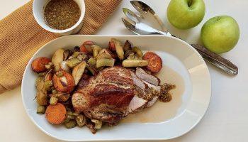 Как я готовлю праздничную сочнейшую свинину с яблоками. Получается очень изысканно, а если мясо остаётся — на бутерброды