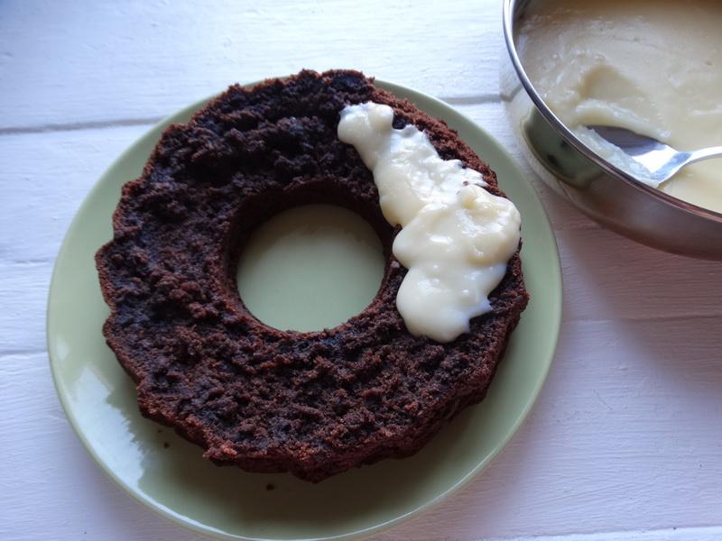 Сумасшедший пирог «Crazy Cake» — новомодный шоколадный пирог: такой мягкий, что кажется - теста вообще нет