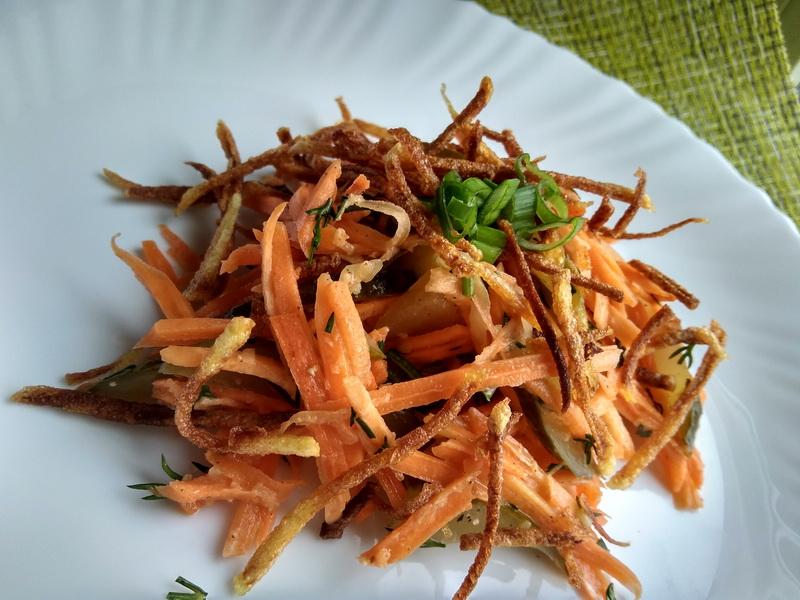Готовлю постный «Морковный салат с картофелем и солёным огурцом», очень полюбился в моей семье