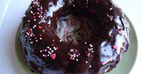 Сумасшедший пирог «Crazy Cake» — новомодный шоколадный пирог: такой мягкий, что кажется — теста вообще нет