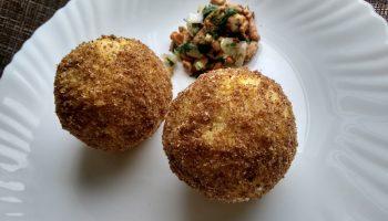 Нежные жареные «колобки» из пшена и грибов — вкусная, современная закуска, ещё и бюджетная