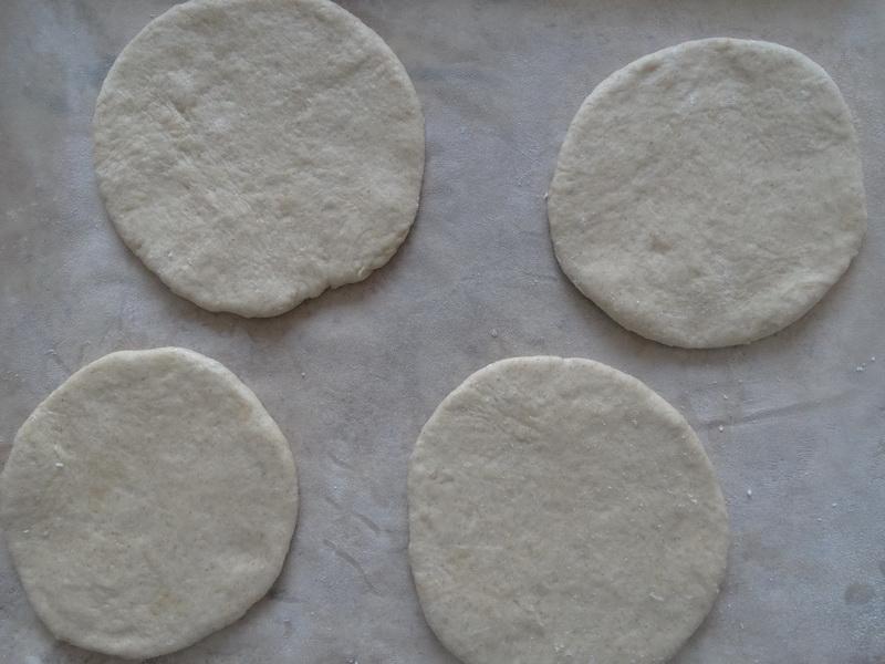 Шанежки. Я готовлю 50/50 из ржаной и пшеничной муки, так тесто хорошо поднимается и лепится без усилий