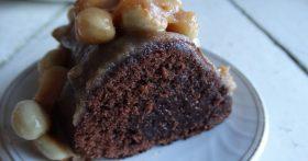 Мой «Безумный пирог» — шоколадный-прешоколадный, с нежной, но уже плотной (влажной) серединкой