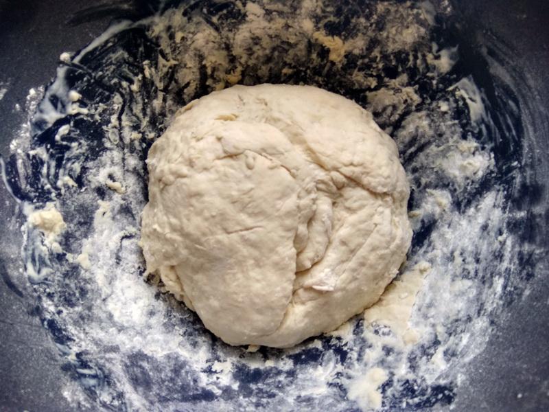 К праздникам люблю готовить скумбрию в пироге. Сочно и сытно