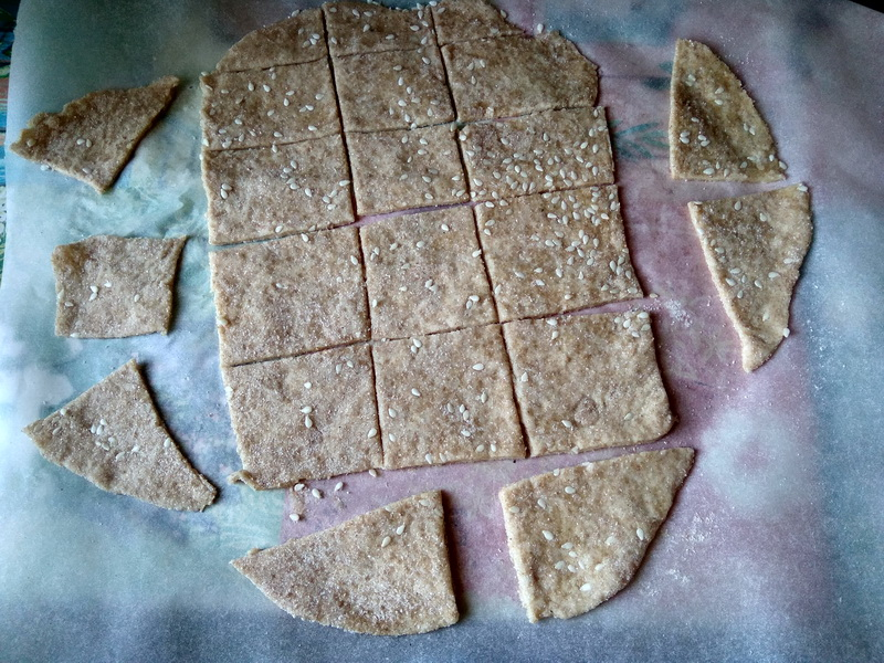 Пеку знаменитый «Французский крекер с кунжутом» на постный лад. Очень вкусно и от печенья на животных жирах не отличить