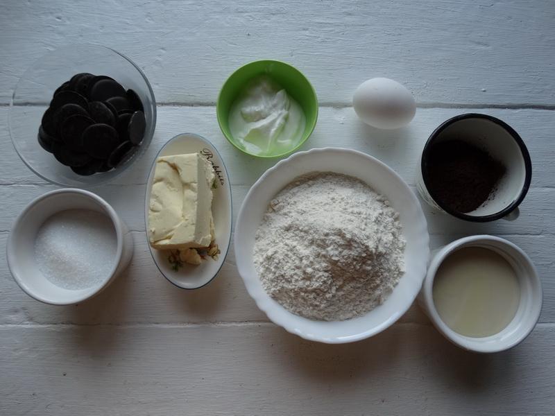 Торт «Горячий шоколад» - безумно вкусный. Коржи пропеченные и сухие, а внутри шоколад словно соус