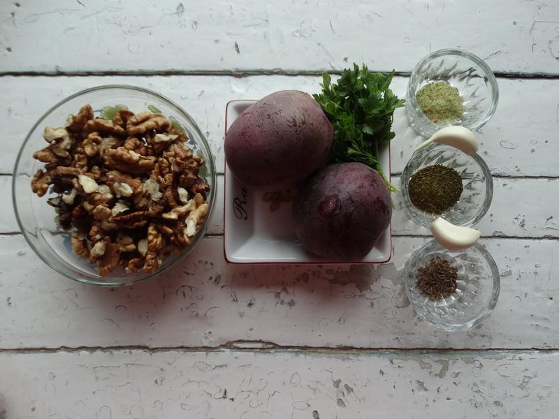 Закуска из свеклы по-грузински – очень хорошее блюдо: подходит для «разгрузочных» дней, так и на праздничный стол