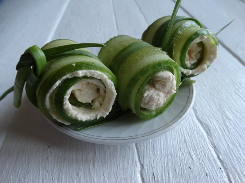 На праздники вместо овощной нарезки готовлю «Огуречные роллы». Блюдо выходит отличное и закуска, и овощи