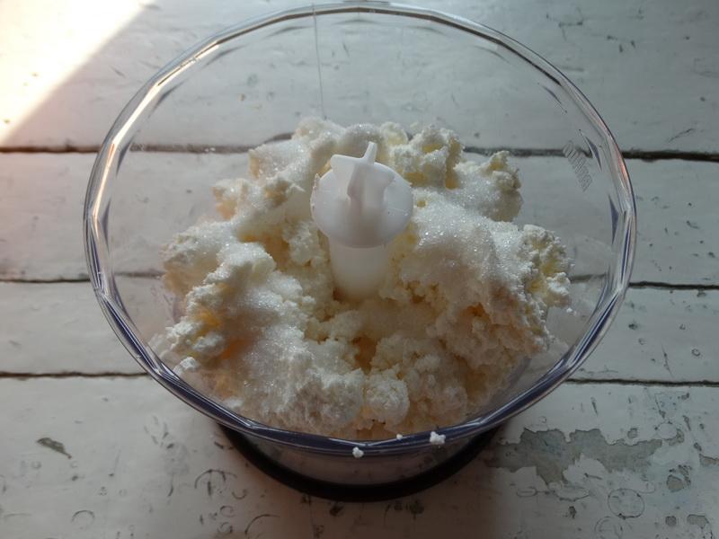 Не пирог, а сказка - я называю его «Апельсиновым», хотя в нём есть яблоки и орехи, а тесто творожно-дрожжевое