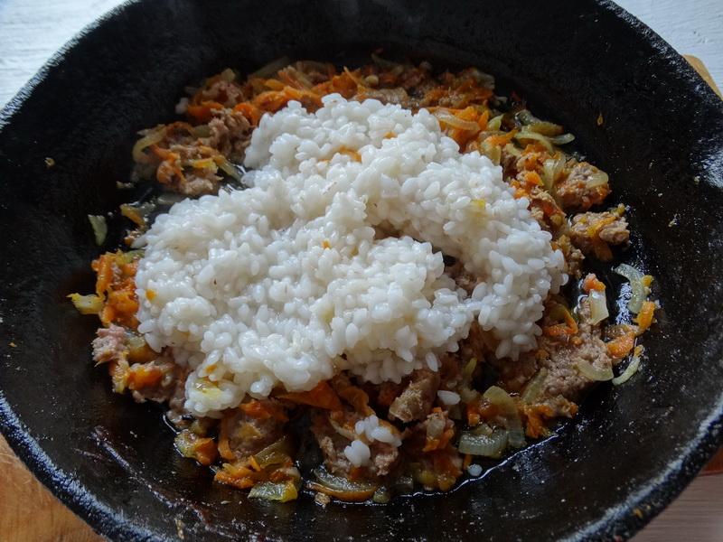 «Жаренные голубцы» готовлю по-новому: начинку жарю отдельно, а потом обжариваю капустные конвертики