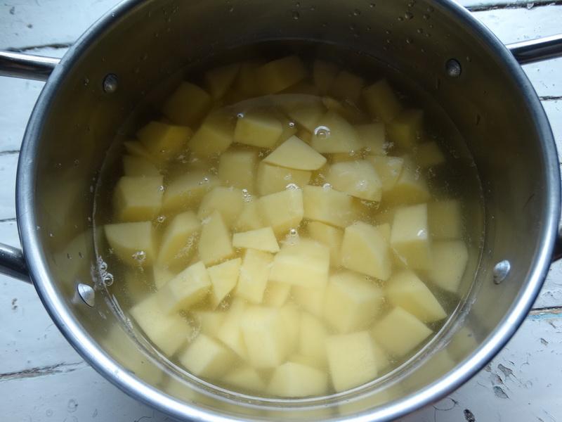 Как я без особых хлопот делаю тончайшее вытяжное тесто и готовлю из него обалденные пирожки (похожи на слойки)