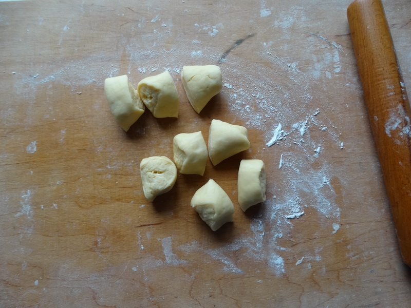 Пирожное «Медуза» - из самых простых продуктов к вечернему чаепитию. Тесто, как слоеное. Начинки много и вкус обалденный