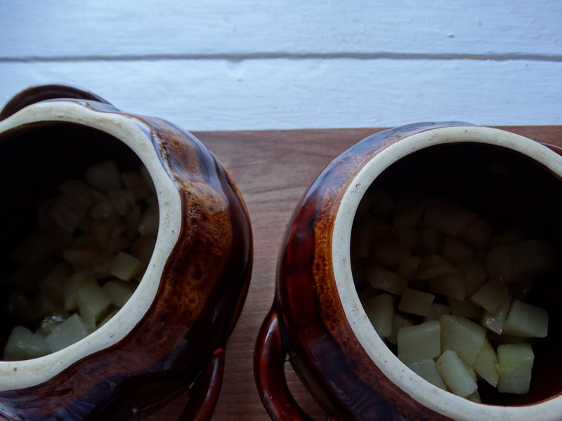Фасоль в горшочках с фаршем. В моей семье это блюдо любят все