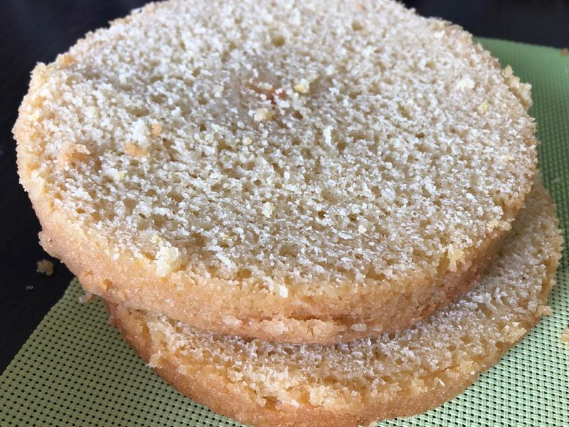Торт « Королева Виктория » на женский юбилей. Сочнейший воздушный бисквит с невесомым кремом. Гостям очень понравился