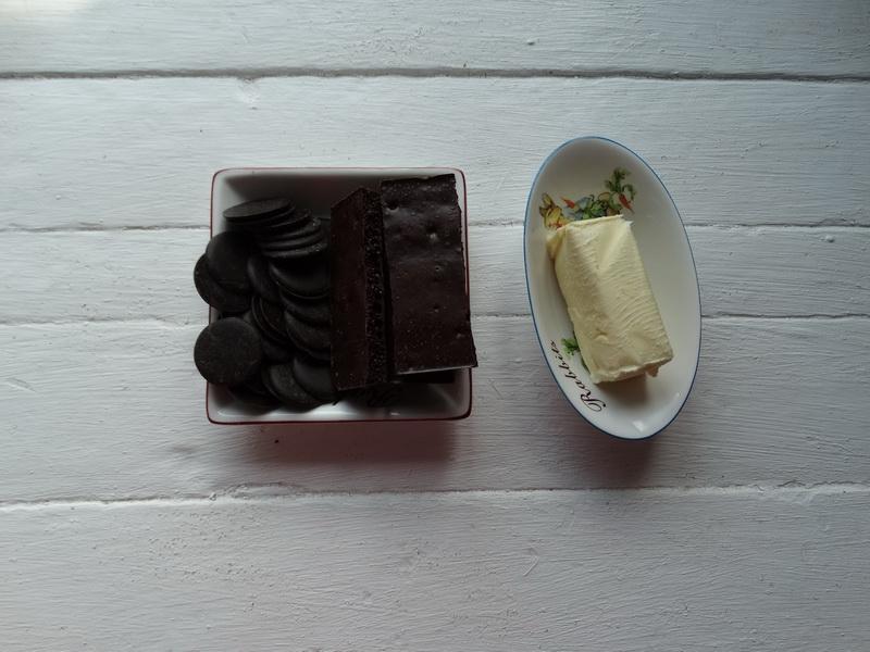 Готовлю из шоколада декор для тортов: расскажу и покажу, как творить из подручных средств