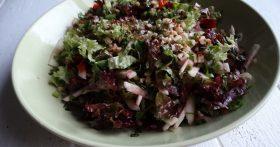 Салат «Яблоко со свеклой» — простой, но любимый рецепт. Каждый ингредиент так идеально подобран, что вкус идеален