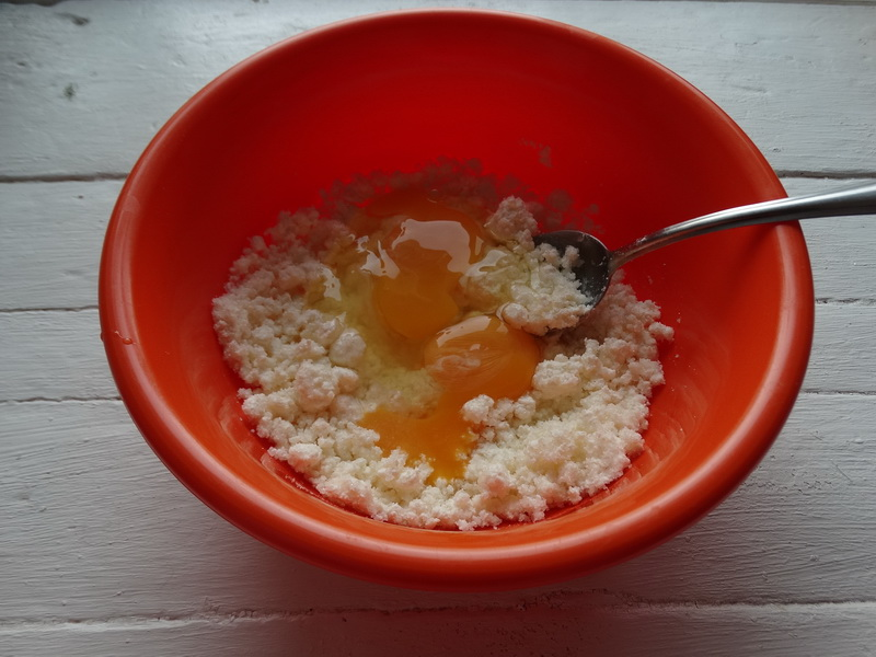 Нежнейший десерт из яблок и творога (рецепт подсмотрела на МастерШеф). Оказался намного вкусней, чем ожидала)