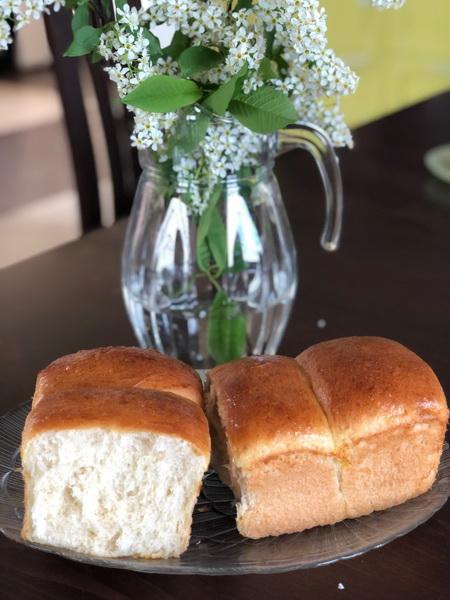 Японский молочный «Хлеб-Хоккайдо» - очень мягкий и пористый, тосты из него просто божественны