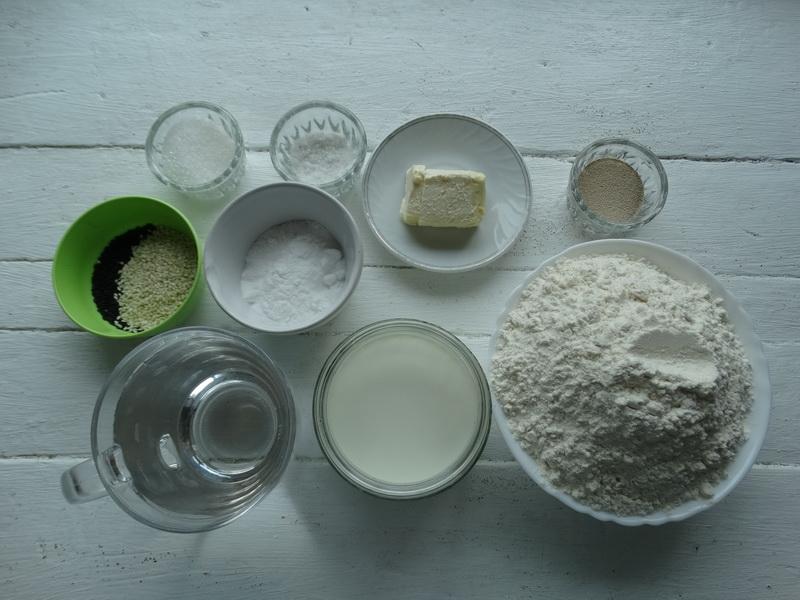 Немецкие солёные «кренделя» - очень классные. (Когда делаем колбаски-гриль теперь без них никак)