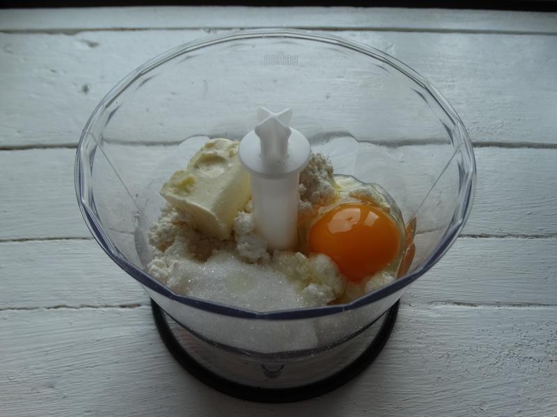 Рецепт «Творожный Наполеон» - простой и бюджетный (хрустящие коржи на твороге, а крем на молоке, сахара и масла минимум)