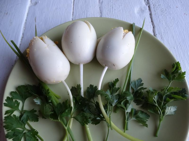 Закуска «Белые тюльпаны» - был повод приготовила фаршированные яйца по-новому. Результат очень порадовал