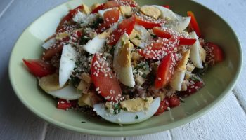 Салат «Чесночный тунец» – до элементарности легко, а вкус отменный (нравится всей моей семье)