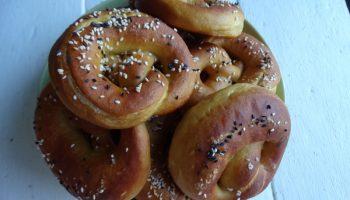 Немецкие солёные «кренделя» — очень классные. (Когда делаем колбаски-гриль теперь без них никак)