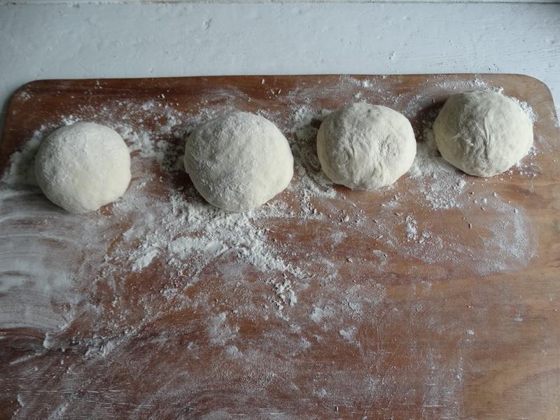 Французский багет (корочка хрустящая, мякиш воздушный) – готовлю сама. У нас в семье самый ходовой хлеб
