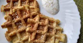 Кабачковые вафли – на завтрак просто находка и не нужно стоять у плиты. Жаль, раньше не догадалась так готовить