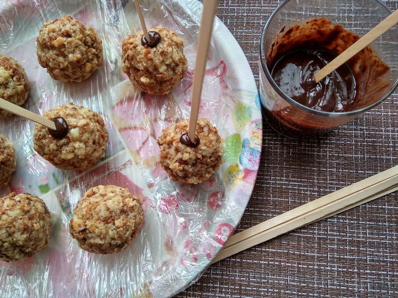 Тортики Чупа-чупс – к празднику на даче наготовила внукам десерты – вкусно и очень удобно (не пачкают руки и посуду)