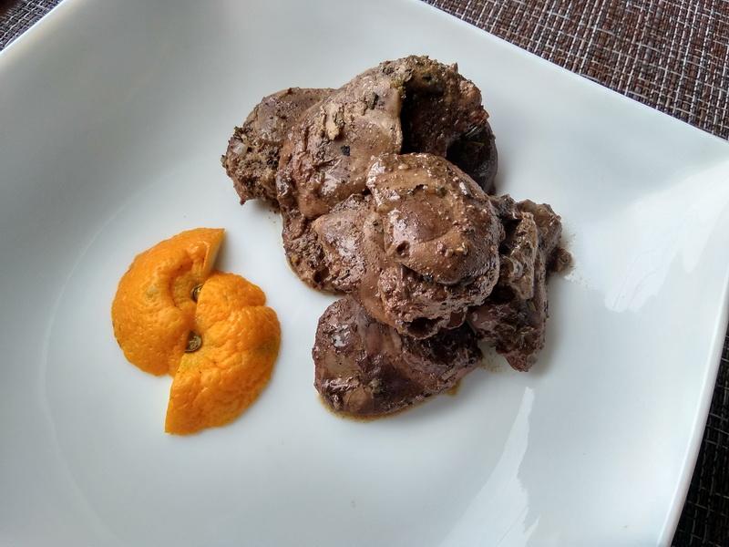 Печень в апельсиновом маринаде с травами